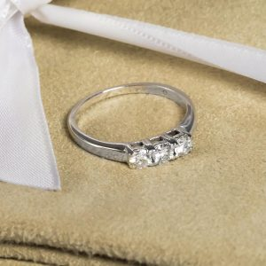 Shop Pre-Owned Gold Diamond Rings - Order Online Today For Next Day Delivery