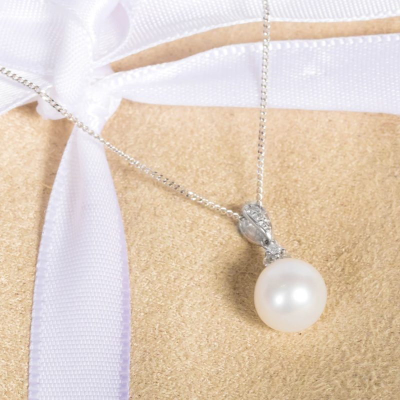 Shop 9ct White Gold Cultured Pearl & Diamond Pendant - Order Online Today For Next Day Delivery - Sell Your Diamond Jewellery To The Luxury Hut Hatton Garden