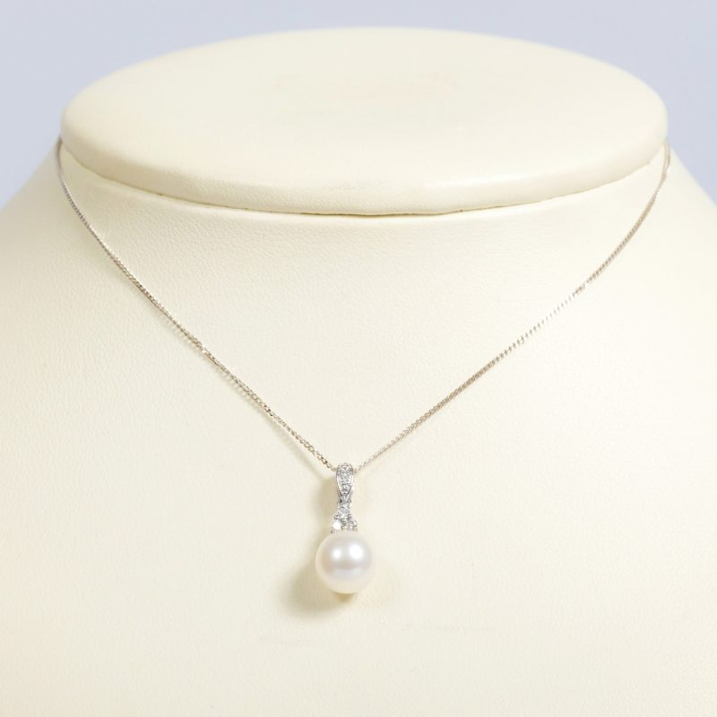 Shop 9ct White Gold Cultured Pearl & Diamond Pendant - Order Online Today For Next Day Delivery - Sell Your Diamond Jewellery To The Luxury Hut