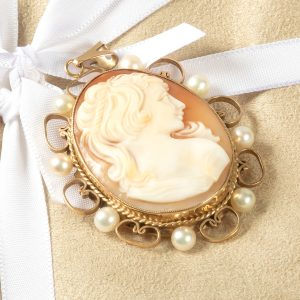 Shop 9ct Yellow Gold Vintage Cameo Pendant - Order Online Today For Next Day Delivery – Sell Your Gold To Us At The Luxury Hut London