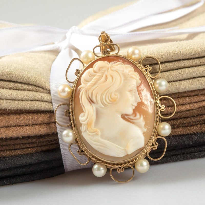 Shop 9ct Yellow Gold Vintage Cameo Pendant - Order Online Today For Next Day Delivery – Sell Your Gold To Us