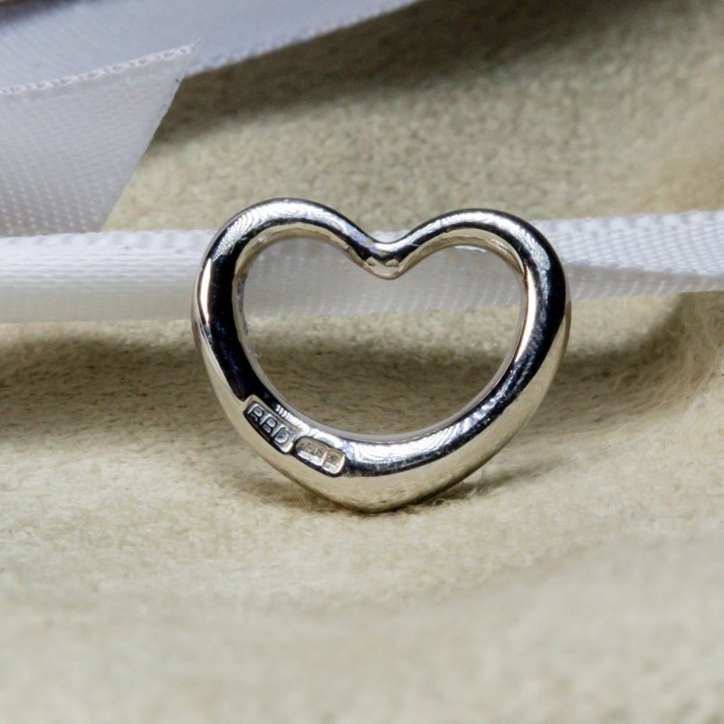 Shop 9CT White Gold Heart Pendant - Order Online Today for Next Day Delivery - Sell Your Jewellery to the Luxury Hut, London